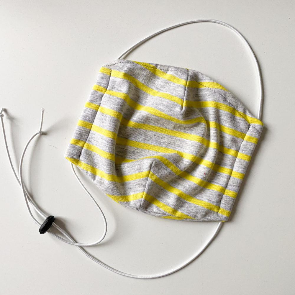 mascherina a righe grigio e giallo